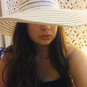 Bebe White floppy hat